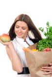 Bolso de compras de la mujer por completo de tiendas de comestibles vegetarianas Foto de archivo