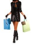 Bolso de compras de la mujer que lleva joven Foto de archivo