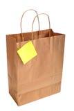 Bolso de compras de papel con la nota Fotos de archivo libres de regalías