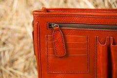 Bolso de cuero en el heno Fotografía de archivo libre de regalías