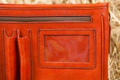 Bolso de cuero en el heno Fotos de archivo libres de regalías