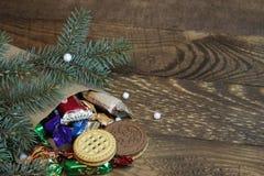 Bolso de dulces y del árbol de navidad Foto de archivo libre de regalías