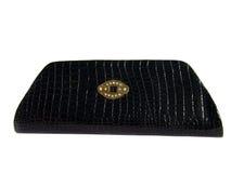 Bolso de embrague negro con las piedras tachonadas Fotos de archivo libres de regalías