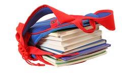 Bolso de escuela con los libros Imagen de archivo libre de regalías
