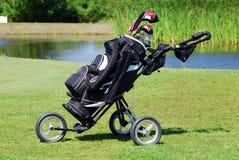 Bolso de golf en campo Fotografía de archivo