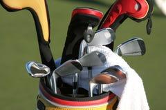 Bolso de golf y el conjunto de clubs Fotografía de archivo libre de regalías
