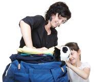 Bolso de hombro abarrotado hija de la mujer Foto de archivo libre de regalías