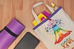 Bolso de la estera de la yoga y pintado a mano Accesorios para la yoga Imágenes de archivo libres de regalías