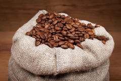Bolso de la lona con los granos de café Imagen de archivo