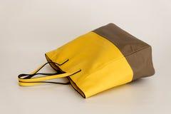 Bolso de la mujer amarilla Foto de archivo