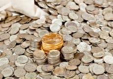 Bolso de las monedas de la plata y de oro Foto de archivo libre de regalías