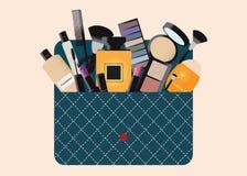 Bolso de los cosméticos del maquillaje con los accesorios Imágenes de archivo libres de regalías
