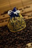 Bolso de los granos de café Foto de archivo libre de regalías