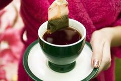 Bolso de té con una taza de té Imagen de archivo libre de regalías