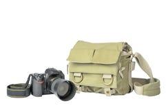Bolso del fotógrafo y cámara de SLR Foto de archivo