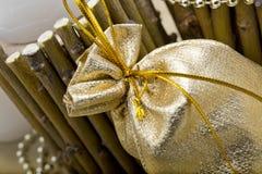 bolso del oro para un regalo Fotografía de archivo libre de regalías