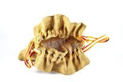 Bolso del saco de la arpillera en el fondo blanco Fotografía de archivo libre de regalías