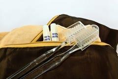 Bolso del viaje con los cepillos de dientes Foto de archivo libre de regalías