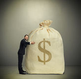 Bolso grande del abarcamiento del hombre con el dinero Fotos de archivo
