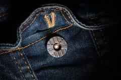 Bolso Jean e o botão imagem de stock