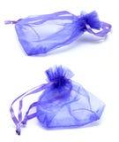 Bolso púrpura del regalo del lazo del satén Fotos de archivo libres de regalías