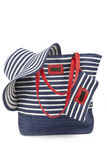 Bolso para la playa con el sombrero Imagen de archivo libre de regalías
