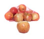 Bolso que se derrama encima con las manzanas Imagen de archivo