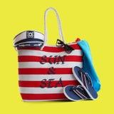Bolso rojo de la playa de la raya y otros accesorios Fotografía de archivo libre de regalías