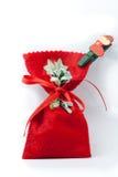 Bolso rojo de los regalos de Navidad Imagen de archivo libre de regalías