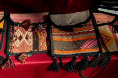 Bolso turco tradicional como recuerdos del bordado de las artesanías imagen de archivo