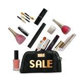 Bolso y cosméticos negros hermosos del maquillaje Fotografía de archivo libre de regalías
