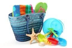 Bolso y juguetes de la playa Foto de archivo