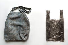 Bolso y la bolsa de plástico de la tela del pilar foto de archivo libre de regalías