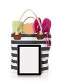 Bolso y tableta de la playa Fotos de archivo libres de regalías