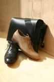Bolso y zapatos del hombre imágenes de archivo libres de regalías