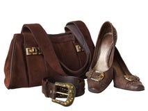 Bolso, zapatos y correa aislados en blanco Imagen de archivo libre de regalías
