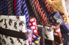 Bolsos coloridos de la materia textil con la impresión del elefante Imágenes de archivo libres de regalías