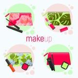 Bolsos cosméticos brillantes con diversos modelos hermosos - rosas, hojas tropicales Bolsos cosméticos con las herramientas para Imagen de archivo libre de regalías