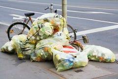 Bolsos de basura Fotos de archivo