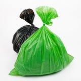 Bolsos de basura verdes y negros Foto de archivo libre de regalías