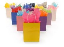 Bolsos de compras coloridos en blanco Imágenes de archivo libres de regalías