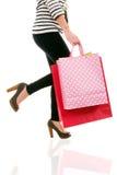 Bolsos de compras de la mujer que llevan Fotografía de archivo libre de regalías