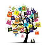 Bolsos de compras en el árbol para su diseño Imágenes de archivo libres de regalías
