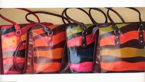 Bolsos de cuero coloridos brillantes Foto de archivo