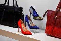 Bolsos de cuero y zapatos Foto de archivo
