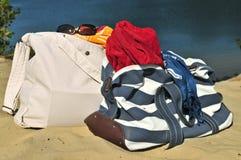 Bolsos de la playa imágenes de archivo libres de regalías