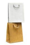 Bolsos de oro y de plata del regalo en blanco Imagenes de archivo
