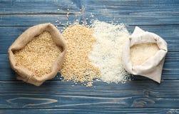 Bolsos del arroz en de madera Imagen de archivo