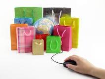 Bolsos del ratón y de compras del ordenador Foto de archivo libre de regalías