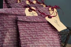 Bolsos del regalo en la fiesta de cumpleaños Imagen de archivo